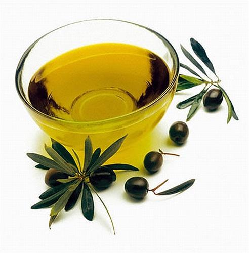 Dầu olive ngăn say tàu xe. Dầu olive chứa chất tannin - thứ khi sinh ra trong miệng, tự nhiên sẽ làm giảm tiết nước bọt và giảm chứng say tàu xe.