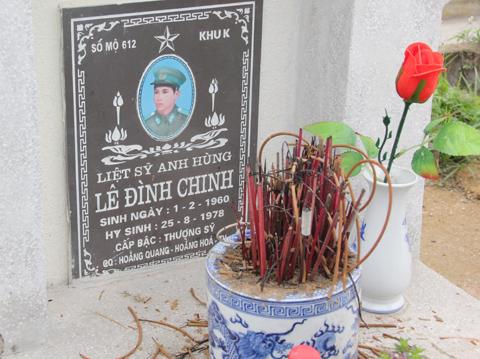 Mộ liệt sỹ Lê Đình Chinh ở nghĩa trang Hàm Rồng. Ảnh: Phạm Ngọc Dương