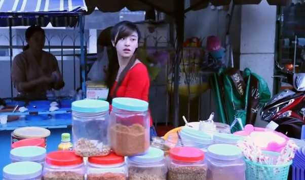 cô gái bánh tráng trộn đà lạt