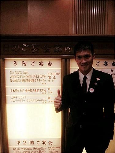 Trên facebook, Công Vinh gửi lời cảm ơn tới Thủ tướng Nhật đã mời anh tới buổi lễ