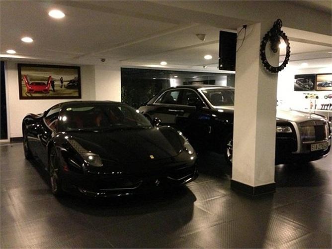 Đầu tháng 1, hình ảnh bộ đôi siêu xe Ferrari 458 Italia và Rolls-Royce Ghost trong garage của Cường đô-la được đăng tải trên trang cá nhân.