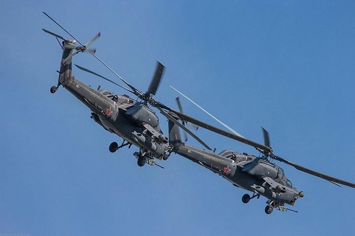 Mi-28N có thiết kế kiểu cổ điển, gồm một cánh quạt nâng chính và một cánh quạt phụ ở đuôi