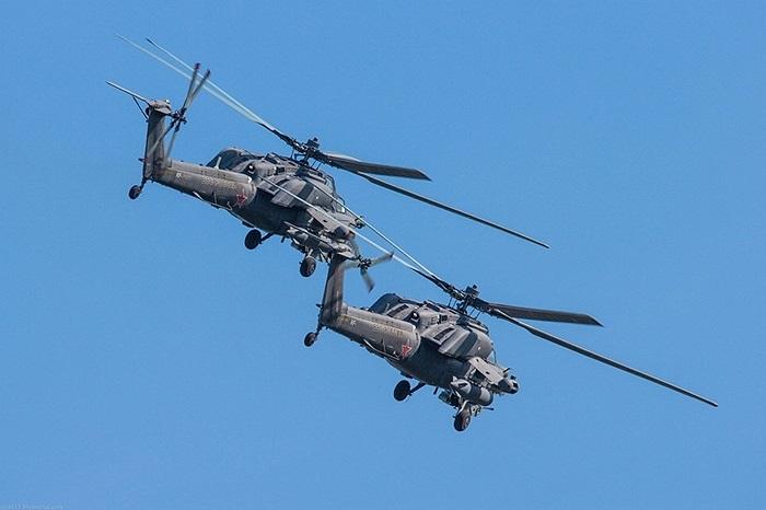2 chiếc Mi-28N bay song song trên không