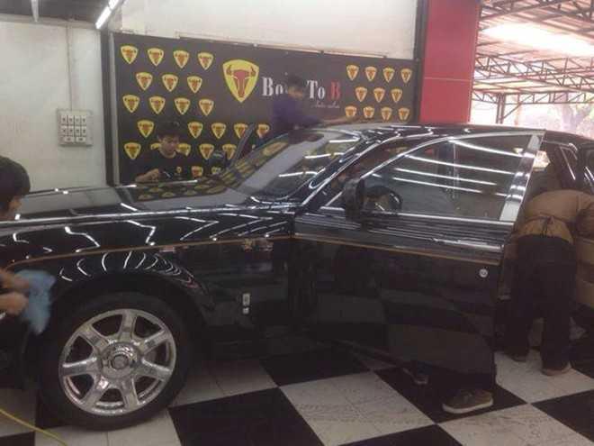 Rolls-Royce Phantom rồng của đại gia Hà Tĩnh xuất hiện trong một garage ở Lào. Ảnh: Born To B Car Care.