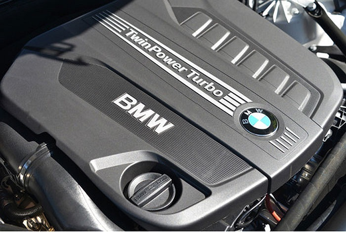 Động cơ  I6 3.0 lít Turbodiesel DOHC trên các mẫu BMW 535d và X5 máy dầu lần thứ 2 được vinh danh nhở khả năng tạo ra mô men xoắn 413 lb-ft tại vòng tua chỉ 1.500 vòng/phút.
