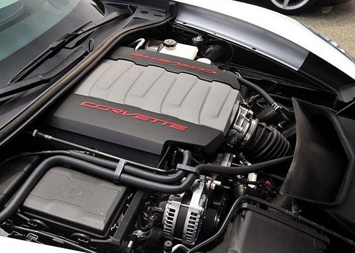 Động cơ V8 6.2 lít OHV trên dòng xe thể thao Chevrolet Corvette Stingray là đại diện thứ 2 của GM được vinh danh với công suất 455 mã lực.