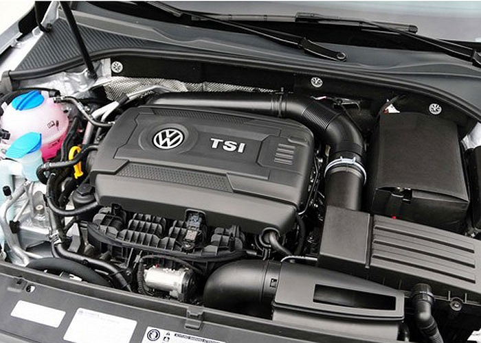 Động cơ I4 lít Turbocharged DOHC trên Volkswagen Jetta ghi điểm với công suất 170 mã lực và mô men xoắn 184 lb-ft.
