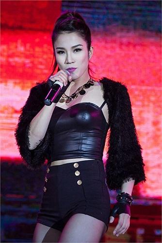 Diệp Lâm Anh đã không khiến khán giả thất vọng khi đem đến màn trình diễn sôi động kèm theo vũ đạo nóng bỏng và đẹp mắt.