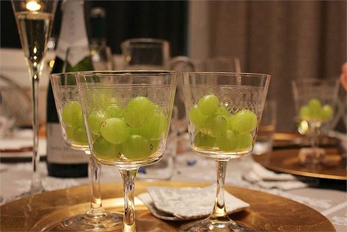 Người dân Boquete, Panama sẽ ăn đúng 12 quả nho vào 12h đêm giao thừa, mỗi quả ứng với mỗi tiếng chuông đếm ngược. Và họ có thể uống thật nhiều rượu sâm panh và hôn bất cứ ai mình muốn.