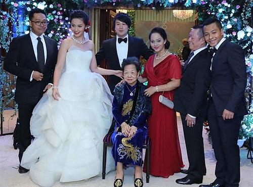 Chỉ trước khi hôn lễ của anh vài tiếng đồng hồ thông tin chính xác về thời gian, địa điểm tổ chức cưới mới được tiết lộ.