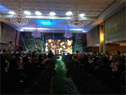 Được biết, các khách mời tại tiệc cưới này khá hạn chế, khoảng 150 người. Riêng trong showbiz Thanh Bùi cũng chỉ mời một vài người bạn thân thiết mà thôi.