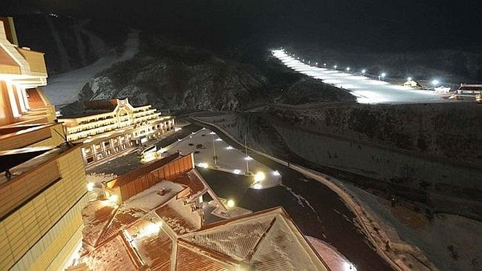 Khu trượt tuyết về đêm