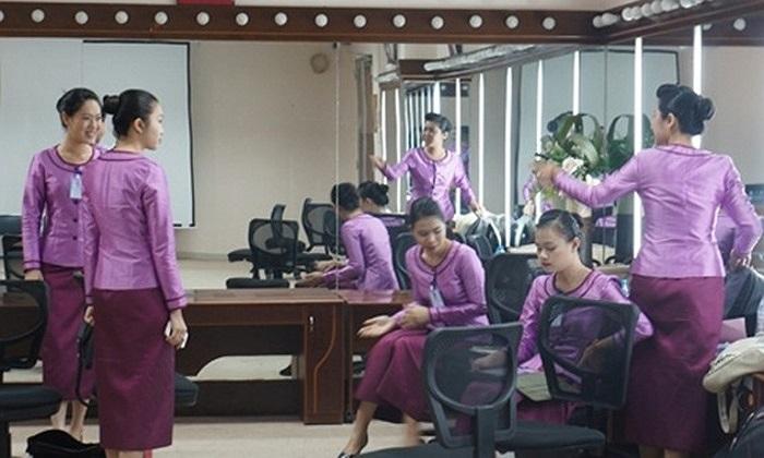 Ra đời năm 1998, Trung tâm hiện đã từng bước nâng lên tầm khu vực và đạt tiêu chuẩn huấn luyện quốc tế. Không chỉ người Việt, Trung tâm đã huấn luyện thành công cho hàng trăm tiếp viên nước ngoài đến từ Lào, Hàn Quốc, Trung Quốc, Nhật, đang bay cho V