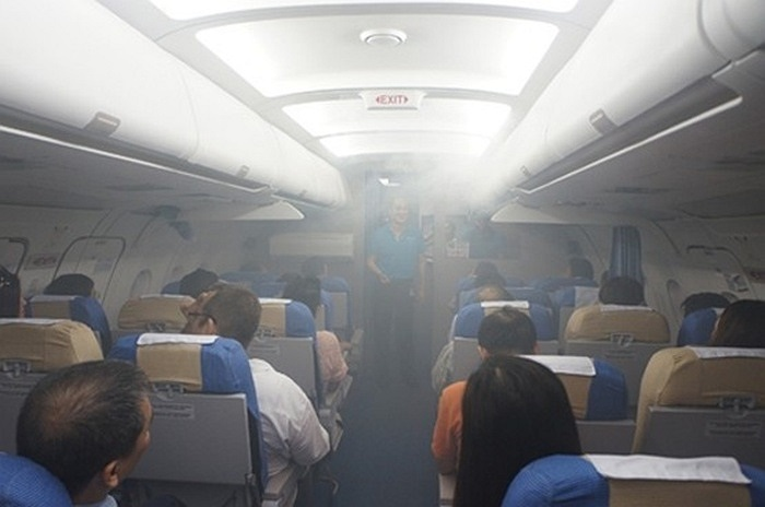 Trải nghiệm các tình huống khẩn cấp trên máy bay mô hình như rung lắc dữ dội khi qua vùng khí hậu xấu...