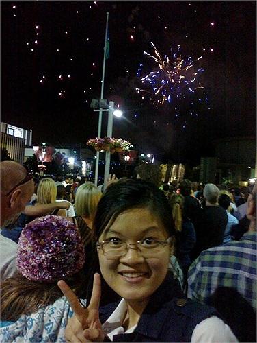 Thu Hà (du học sinh tại Úc) thích thú, ghi lại khoảnh khắc lần đầu tiên đón Tết xa nhà.