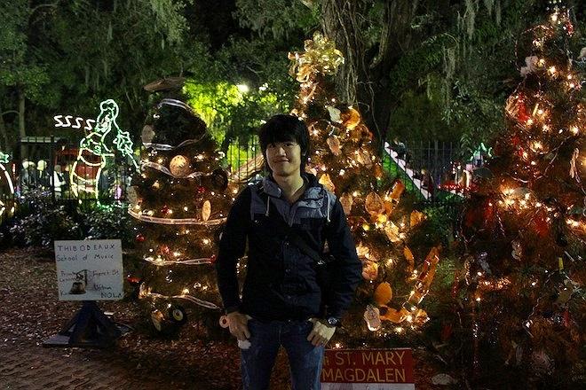 Đức Toàn chụp hình tại City Park (Mỹ). Toàn cho biết, trong những năm đi du học, cậu thường có thói quen đi chơi công viên vào năm mới.