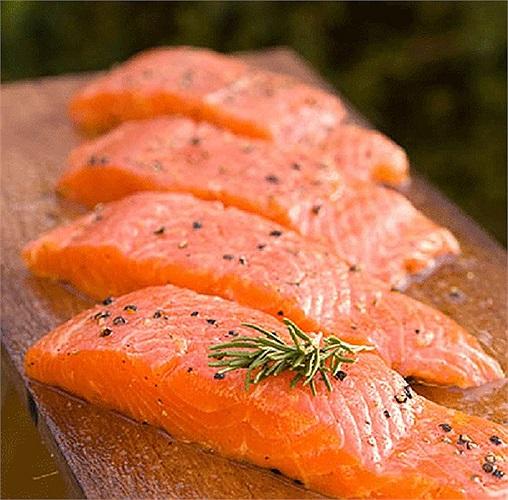 Các axit béo omega-3 có trong cá là lá chắn chống lại tia cực tím, giúp ngăn ngừa ung thư da.