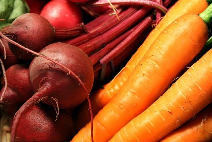 trong đó chứa nhiều beta carotene (vitamin A) hoạt động như một chất chống oxy hóa, ngăn ngừa lão hóa sớm bằng cách ngăn ngừa tổn thương tế bào và chống mụn trứng cá.