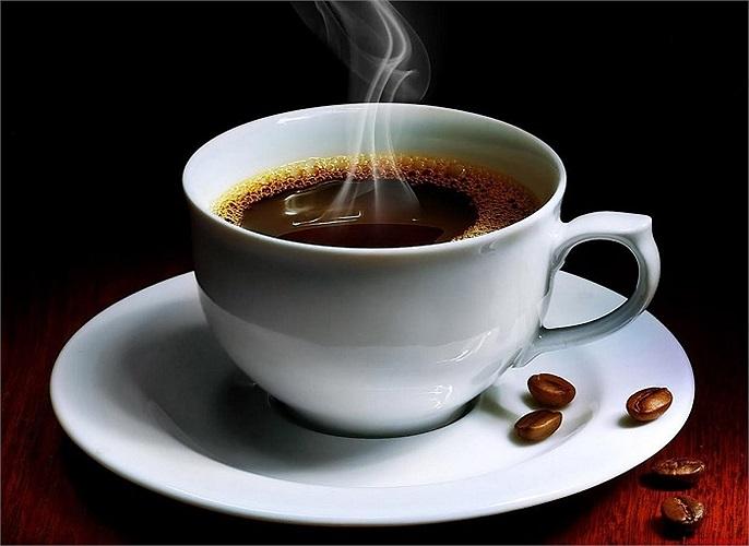 Uống một cốc cà phê mỗi ngày có thể giảm nguy cơ phát triển ung thư da. Trong một nghiên cứu của hơn 94.000 phụ nữ, phụ nữ người uống một tách cà phê có chứa cafêin mỗi ngày giảm nguy cơ phát triển ung thư da bằng khoảng 15 %.