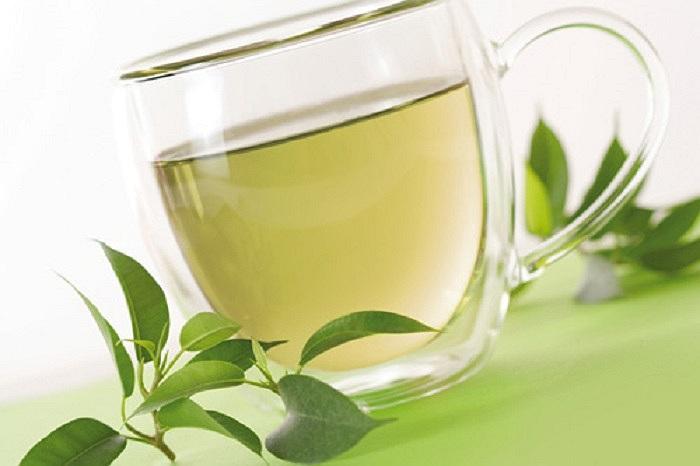 Caffeine trong trà cơ bản sẽ giết chết các tế bào tiền ung thư da bằng cách ngăn chặn tế bào đó khi nó phân chia.