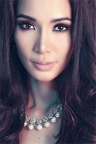 Bea Rose Santiago năm nay 22 tuổi, cô sinh ra tại Masbate - Bicol, Philippines.