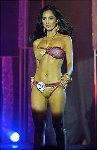 Trước khi đến với cuộc thi, Santiago từng là một người mẫu chuyên nghiệp.