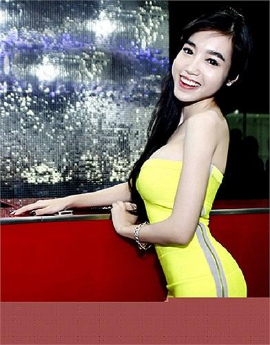 Năm 2013, Elly Trần xuất hiện trước công chúng nhiều hơn trước.