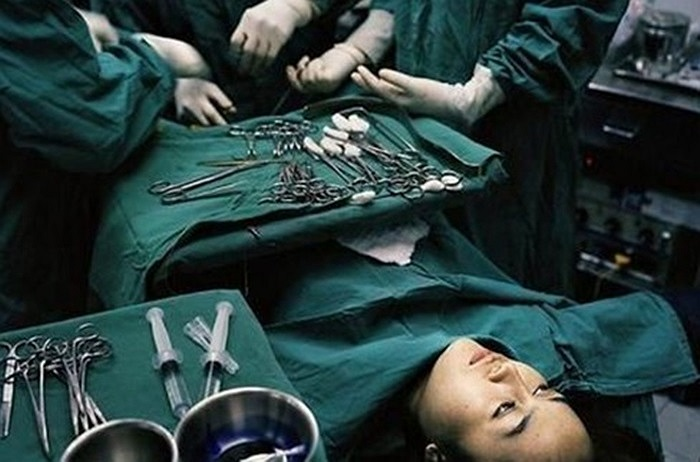 Cận cảnh quá trình phẫu thuật chuyển giới từ nam sang nữ