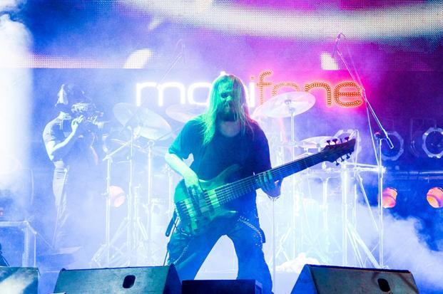Bassist Linus của Andromeda