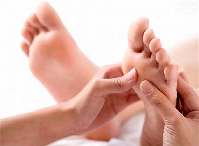 Massage chân cũng rất tốt cho các bà bầu.