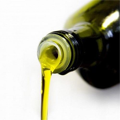 Dầu thầu dầu được sử dụng trong nhiều tiệm salon thẩm mỹ để loại bỏ vết rạn da.