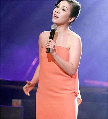Diva Mỹ Linh tăng thêm vài cân nhờ chiếc váy quây thả eo.