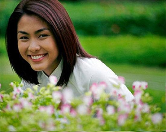 Nụ cười đẹp hút hồn cùng khả năng diễn xuất tốt đã mở ra nhiều cơ hội cho Tăng Thanh Hà, để sau này cô nhận được những vai diễn trong các bộ phim nổi tiếng như Đẹp từng centimet, Cánh đồng bất tận, Mỹ nhân kế...