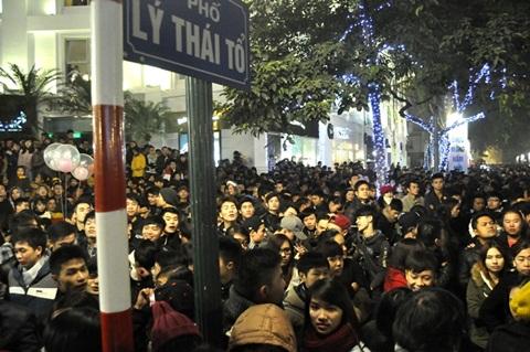 Triệu người đổ ra đường đón năm mới 2014