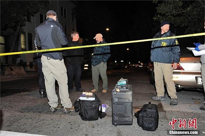 Nhân viên FBI phong tỏa hiện trường phục vụ công tác điều tra