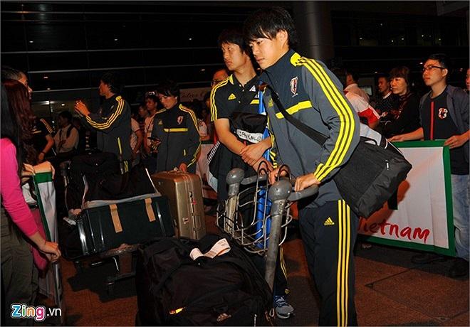 Chuyến bay dài và thời tiết tại TP. HCM khá nóng nên ảnh hưởng đôi chút đến sức khỏe các cầu thủ Nhật.