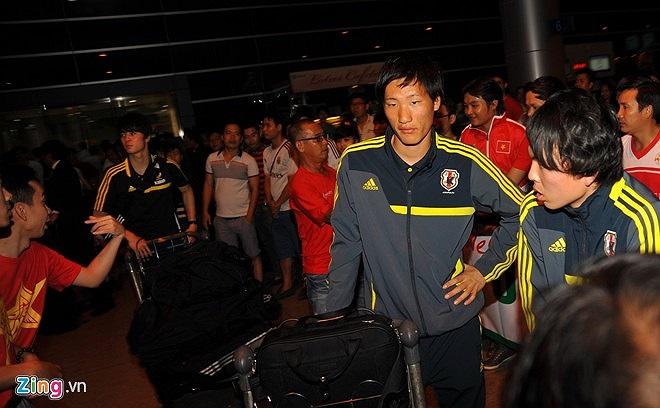 Do đội bạn khá nhiều hành lý nên BTC giải U19 quốc tế đã bố trí 1 xe riêng chuyên chở đồ và thiết bị tập luyện của U19 Nhật Bản.
