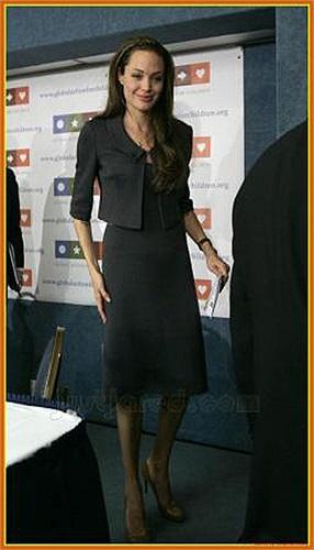 Kiều nữ xinh đẹp một thời càng tiều tụy hơn trong sắc váy đen.