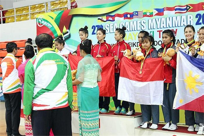 Bộ ảnh được Vân đặt tên là 'Seagames 27 in Myanmar 2013'