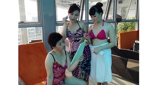 Nữ nghệ sỹ Hài Vân Dung mặc áo tắm trong một phân cảnh phim truyền hình.