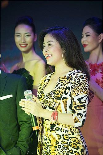 Chính vì vậy, dù chưa thực sự tập trung đầu tư vào ca hát, nhưng Hoàng Thùy Linh vẫn là một ngôi sao hot tại các event.