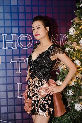 Sau scandal chấn động showbiz cách đây 6 năm, Hoàng Thùy Linh trở lại bằng phong cách sexy, quyến rũ.