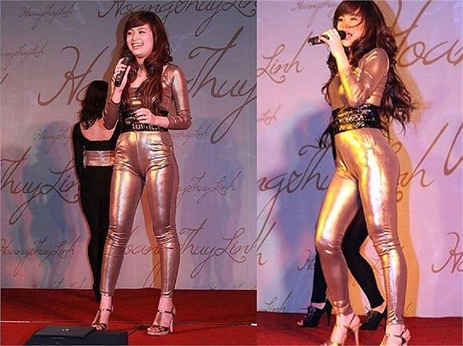 Chưa kể thêm vào đó, những trang phục siêu ngắn của Hoàng Thùy Linh làm cô lộ rõ nhược điểm cơ thể.
