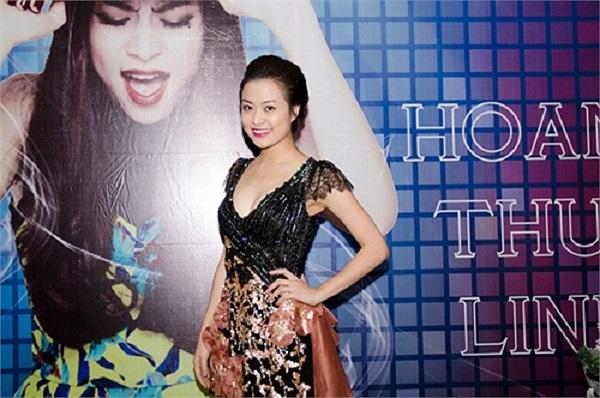 Trang phục kiệm vải cùng vũ đạo nóng bỏng đã làm nên thương hiệu của Hoàng Thùy Linh.