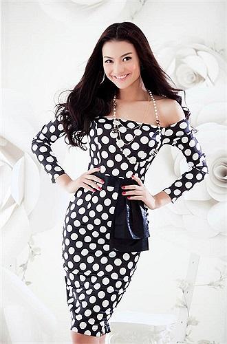Hồng Quế với nụ cười rạng rỡ, vóc dáng đẹp trở thành gương mặt ấn tượng trên sàn catwalk.