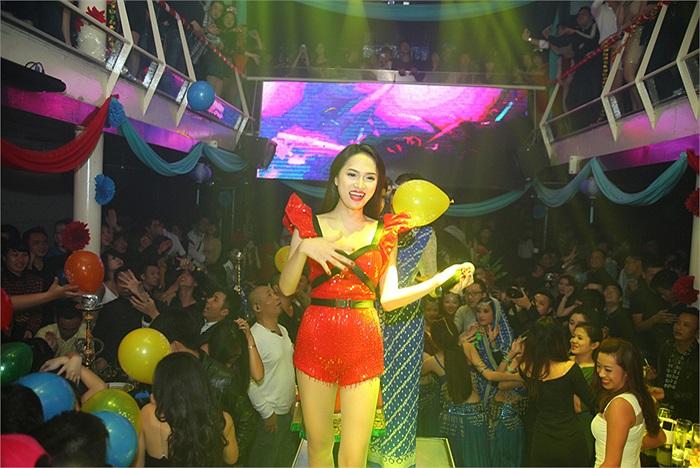 Đầu năm 2014, Hương Giang Idol đã trở thành khách mời đặc biệt trong đêm tiệc thời thượng đón năm mới Bollywood Night lấy cảm hứng từ vũ điệu tinh tế của Ấn Độ.