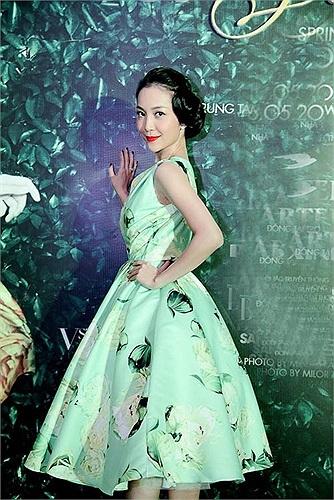 Nhờ vào uy tín và sức ảnh hưởng của bố mẹ, Linh Nga đã có cơ hội được sang Nga và Trung Quốc học múa ngay từ nhỏ và có nhiều cơ hội thành công sau khi về Việt Nam.