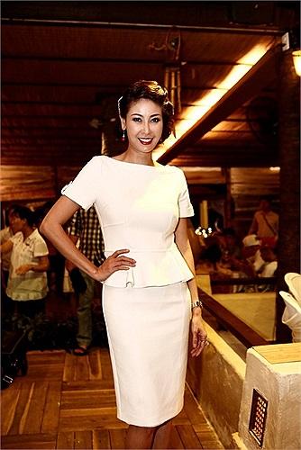 Nhắc tới những người đẹp sinh ra trong gia đình có bề dày văn hóa, kinh tế và chính trị không thể không kể đến Hoa hậu Hà Kiều Anh.