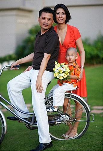 Hà Kiều Anh sinh năm 1976 tại Hà Nội. Cô đăng quang ngôi vị Hoa hậu Việt Nam 1992 và từng lọt vào Top 5 Hoa hậu sinh viên thế giới 1993.