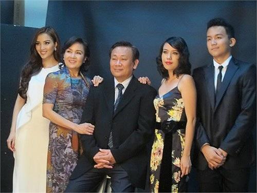 Tuy sinh ra trong một gia đình bề thế, có địa vị cao trong xã hội nhưng Huỳnh Bích Phương lại sống rất khiêm tốn, giản dị và kín tiếng. Tính cách đó của cô được nhiều người yêu mến, tôn trọng.